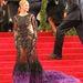 Beyoncé Knowles uszályos ruhája Givenchytől van
