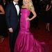 Ryan Seacrest barátnője, Julianne Hough egy középiskolás bálba is elmehetne ebben a pink ruhában