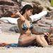 Elisabetta Canalis szintén Szardínián nyaralt, aztán kék mintásban
