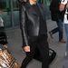 Május 26, London, Heathrow reptér: Valentino bőrkabát, Céline felső, Louboutin cipő. Nem kell cipekednie...