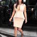 A híres mellközvillantó ruha. Egyszínű, peplumos, megfelel az új stílusnak