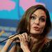 Angelina Jolie a berlini filmfesztiválon tartott sajtótájékoztatót keverte össze egy filmpremieres pózolással.