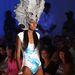 Lisa Blue: hangsúlyos fejdísz, egyrészes fürdőruha