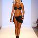 A Lisa Blue tervezője, a szilikonban gazdag Lisa Burke is modellkedett egyet