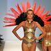 Red Carter show: diszkó szafari, szivárányszínek, törzsi minták, arany, és tollas kiegészítők