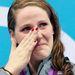 Missy Franklin amerikai úszó a díjkiosztón törölgette a könnyeit és így legalább jobban megszemlélhetjük a körmeit.