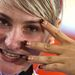 Kristina Vogel edzés után villantotta meg körmeit a fotósnak.
