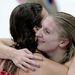 Rebecca Adlington brit úszónő Allison Schmittel örül a győzelemnek.