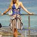 Paris Hilton Sydney legnépszerűbb strandján, a Bondi Beachen