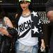 Rihanna forrónadrágban június 23-án