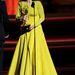 Julianne Moore átveszi a díját, méghozzá Christian Diorban