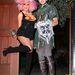 Christina Aguilera, és a lovag-jelmezt viselő pasija