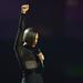Alicia Keys feketében a színpadon