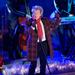 Rod Stewart fellép New Yorkban a Rockefeller Center karácsonyi fényeinek felkapcsolásakor