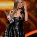 Jennifer Aniston bőrszoknyában