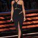 Heidi Klum felemás ruhában konferál a népnek
