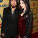 Aiden Ashley a Red Hot Chilli Peppersből is ismert Dave Navarro oldalán az XBiz Awards díjkiosztón
