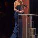 Jennifer Lawrence szoknyáján itt már nem is látszik, hogy az előbb szakajtotta el