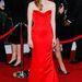 Jessica Chastain vöröst vörössel a vörös szőnyegen