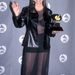 Shania Twain sem öltözhet már így, hisz elé átlátszó ez a fekete valami