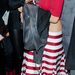 Miki egeres, csíkos szoknyával - Miley Cyrus mögött az édesanyja, Tish Cyrus