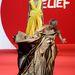 2011., Cannes, megint egy jótékony Fashion for Relief divatbemutató, ezúttal a Cannes-i filmfesztivál részeként