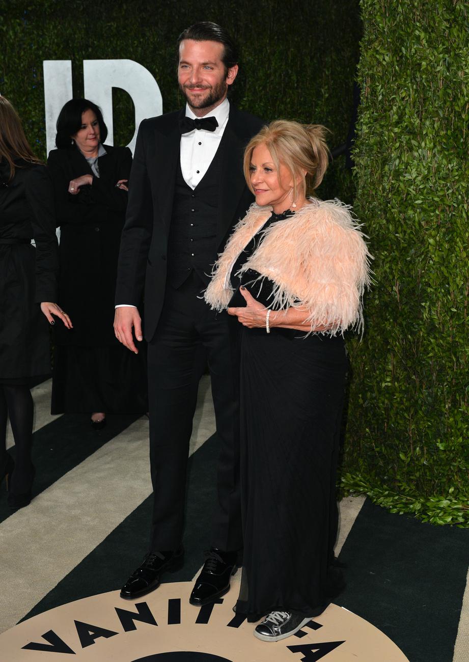 És Bradley Cooper, anyukájával, Gloria Cooperrel