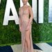 Olivia Munn odafordítja a sliccét a fotósoknak