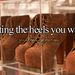 vagy akármilyen cipő, aminek borzasztóan magas sarka van