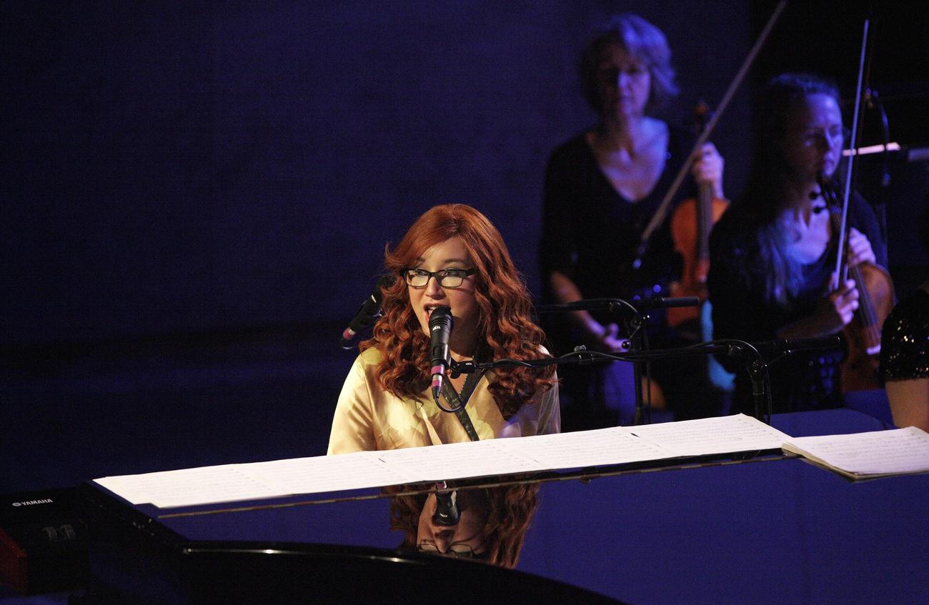Tori Amos szemüvegben 2012-ben, Berlinben