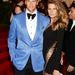 Két annyira szép ember, hogy ezeken minden ruha csak rondít: Tom Brady és Gisele Bündchen, utóbbit Anthony Vaccarello öltöztette mellesleg