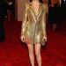 Elizabeth Bank a Versace egyik kedvenc színében: aranyban