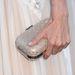 Alessandro Ambrosio másik keze az amfAR-gála szürke szőnyegén