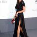 Rosario Dawson felsliccelve az amfAR-gálán Cannes-ban