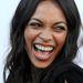 Rosario Dawson nagyon nevet valamin az amfAR-gálán Cannes-ban