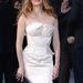 Mireille Enos ezt a különleges fehér ruhát Londonban vette fel
