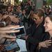 Brad Pitt és Angelina Jolie a rajongókkal