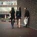 1967: Iskoláslányok a londoni utcán