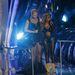 Lil' Kim a Video Music Awards színpadára érkezik konferálni Iggy Azaleával