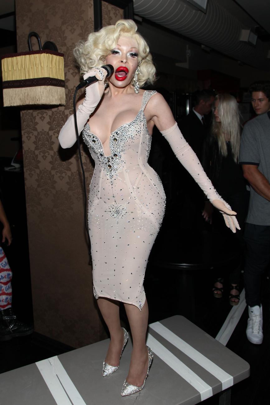 Amanda Lepore a The Blonds divatbemutatóján