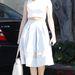 Rose Mcgowan akkor is ad magára, ha csak vásárolni indul Beverly Hillsben. Augusztus 14-én olyan csinos összeállításban indult el otthonról a színésznő, hogy a Mad Men jelmeztervezői is megirigyelhetik.