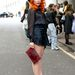 Paloma Faith feketében a Temperley divatbemutatóján Londonban