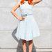 Paloma Faith majdnemfehérben az Emporio Armani divatbemutatóján Milánóban
