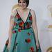Lena Dunham a Girls című sorozatból érkezik a gálára a vörös szőnyegen