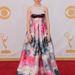 Zosia Mamet a Girls című sorozatból érkezik a gálára a vörös szőnyegen
