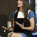 Október elsején a Today című tévéműsorban ezt a kékszélű Alberta Ferretti-ruhát viselte