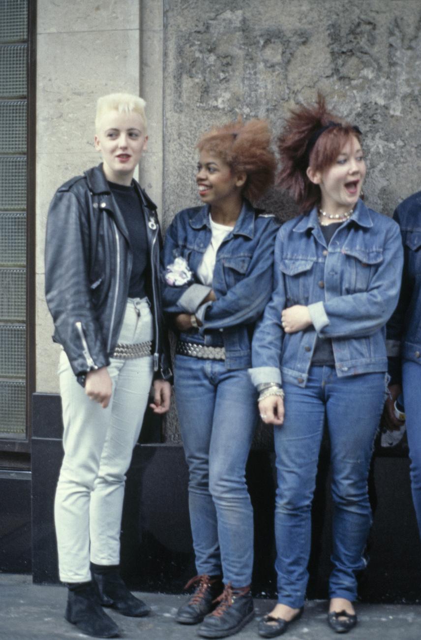 Londoni gimnazisták, nem ma