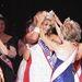 Carolyn Corlew-t, a győztest szépségkirálynővé koronázzák