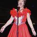 Jeanne Larranaga, azaz Ms. Indiana énekel