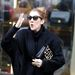 Celine Dion Párizsban integet a rajongóknak